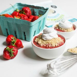 Strawberry Rhubarb Compote With Quinoa Cashew Crumble