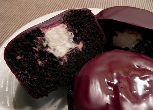 Cream-Filled Chocolate Mini Cakes
